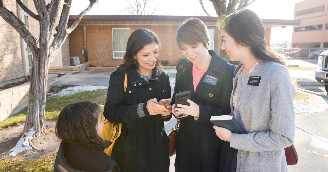 latter-day-saint-female-missionaries