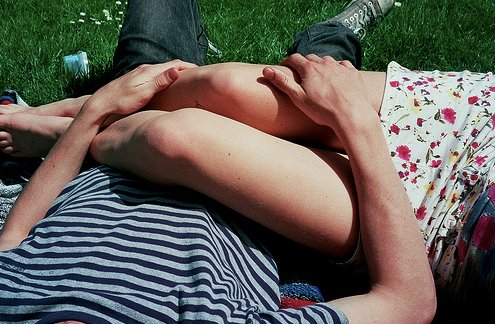 boy-couple-cute-girl-hand-on-leg-hand-on-thigh-Favim.com-46688_original