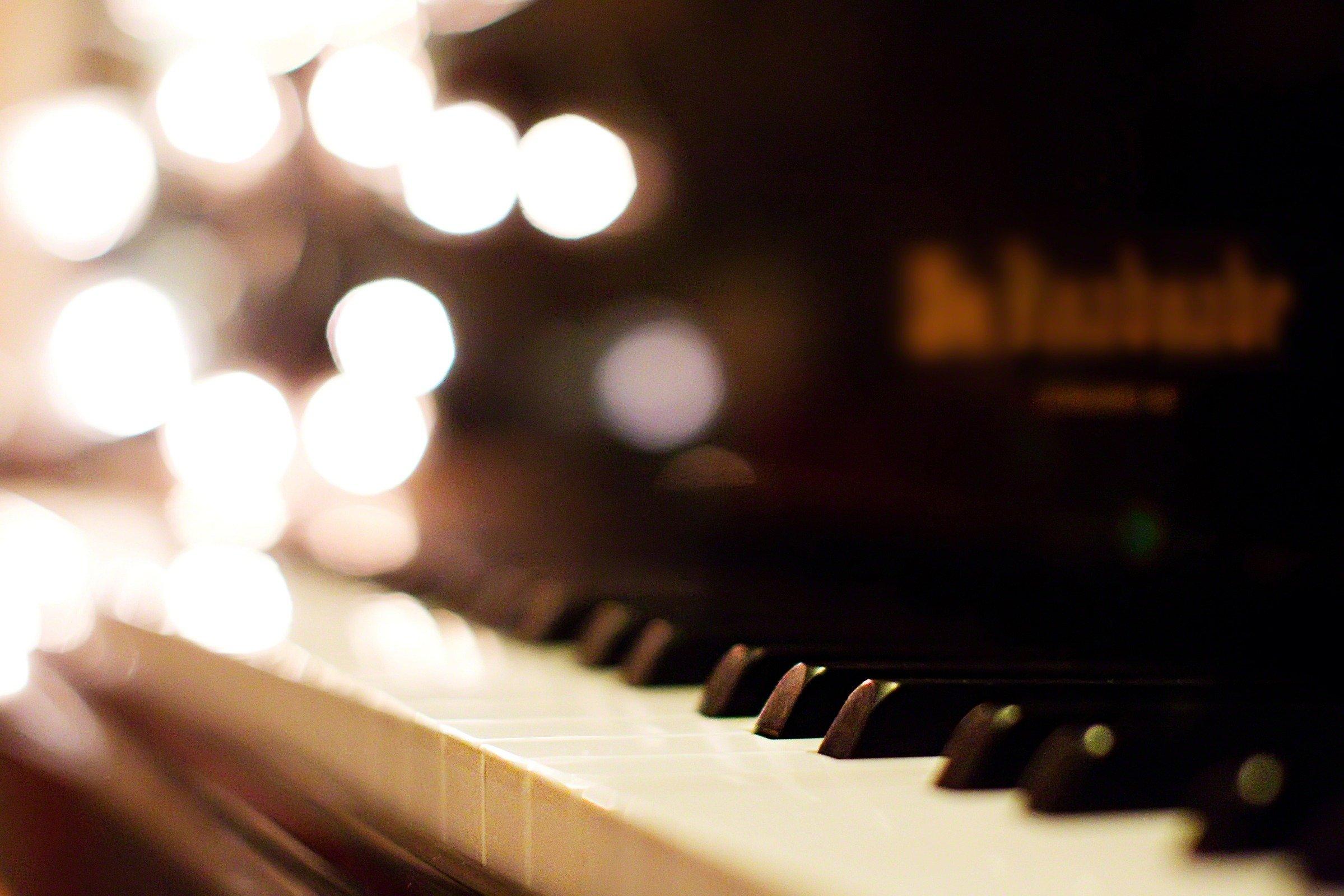 piano-keys-844583-wallpaper