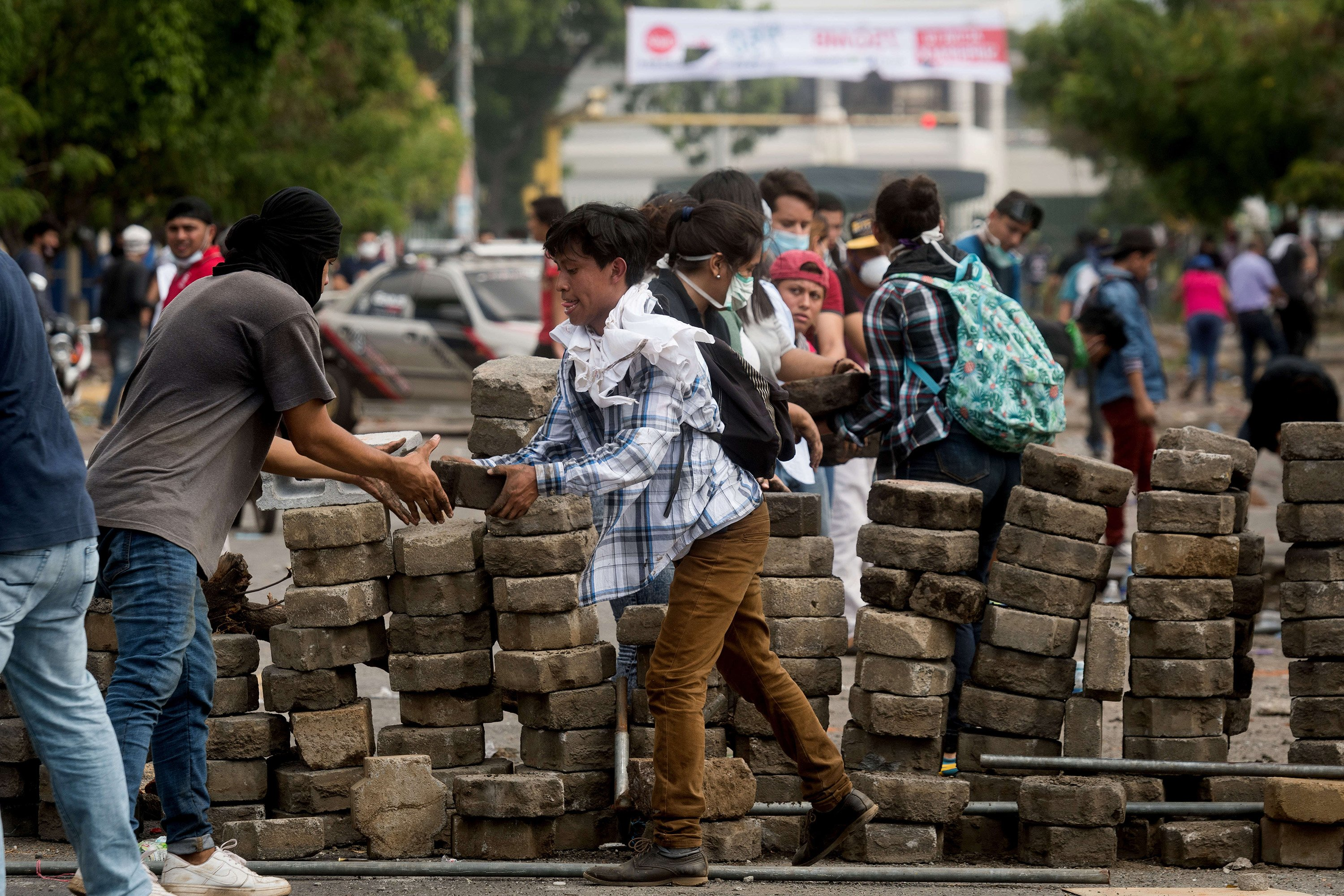 Protestors barricade a street during protests against an increase in taxation as a consequence of new social reforms and voice their dismay with the neoliberal policies of President Ortega on April 20, 2018 in Managua, Nicaragua. (Carlos Herrera/DPA/Zuma Press/TNS)