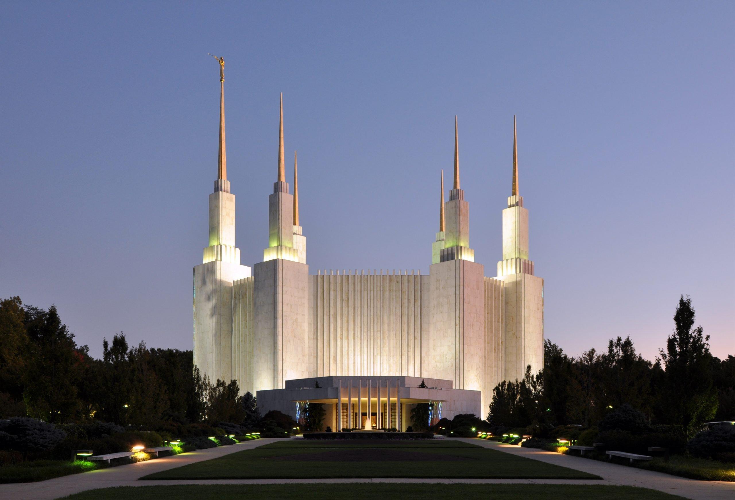 Washington_D.C._Temple_At_Dusk